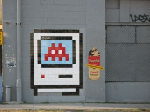 1280px-Space_Invader_Apple